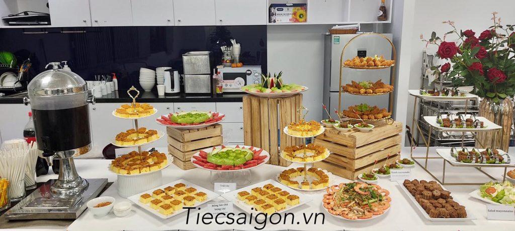 dat-tiec-buffet-tron-goi-o-quan-1